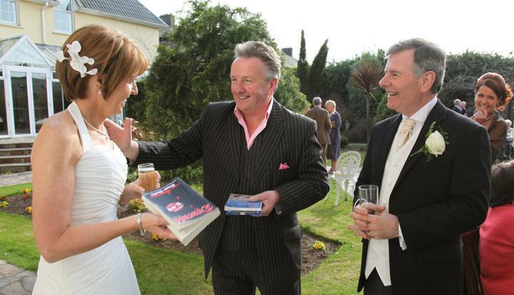 Wedding Entertainment: Add a bit of Magic!