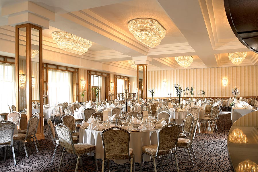 Competition: Garryvoe Hotel, Cork Wedding Venue