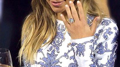 Wedding News Round up: Kristen Bell, Kelly Clarkson and Kim Kardashian