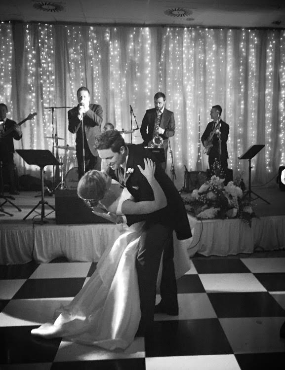 5 Expert Tips For Booking Your Wedding Band