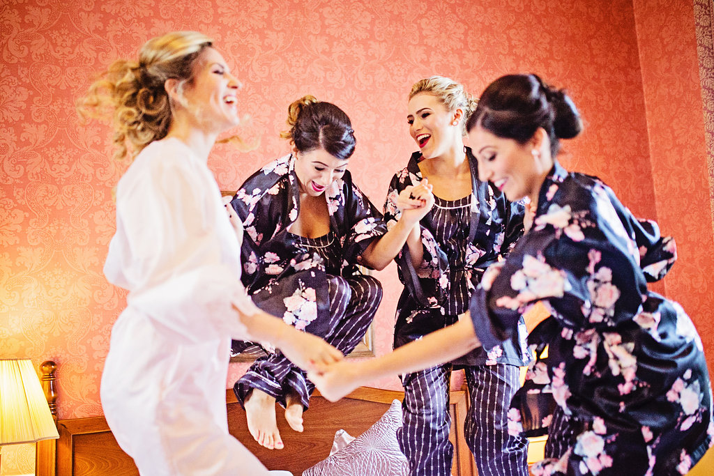 21 Must-Have Wedding Photos With Your Gals