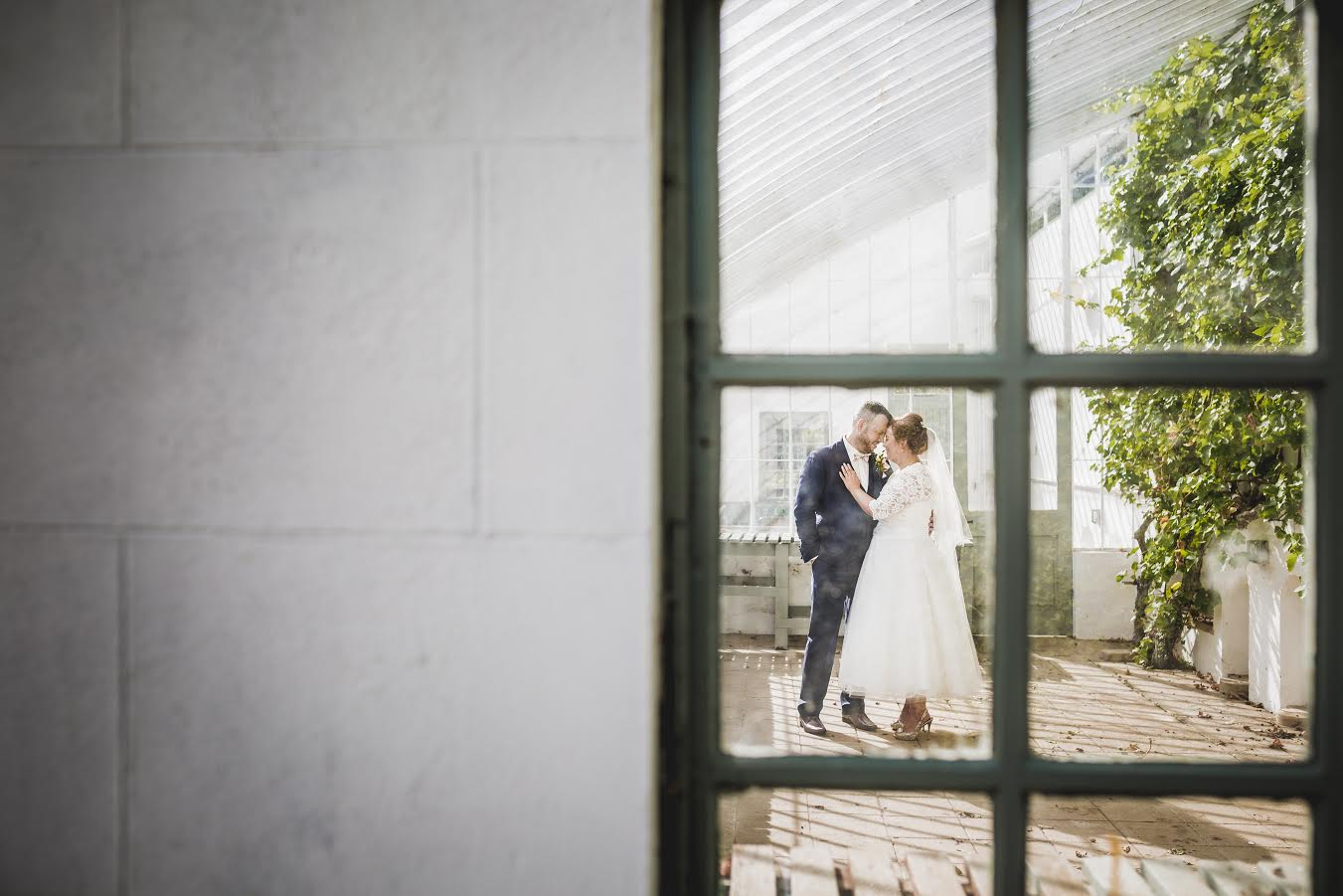 Twirls & Tea: Sarah + Ian's Vintage Wedding At The Hillgrove Hotel