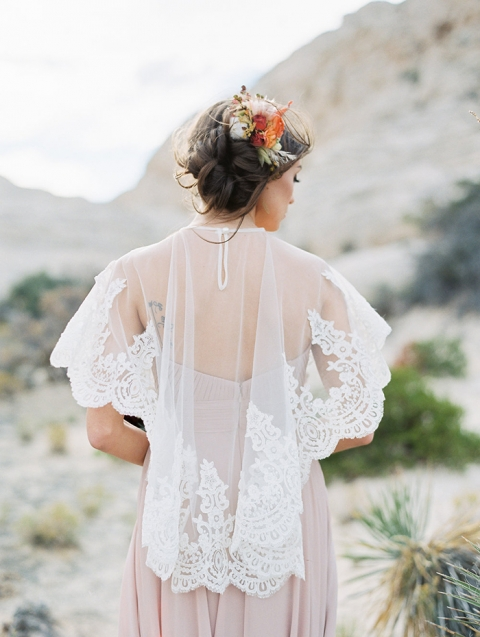 7-bohemian-chic-desert-bridal-shoot-fall-flowers(pp_w480_h637)