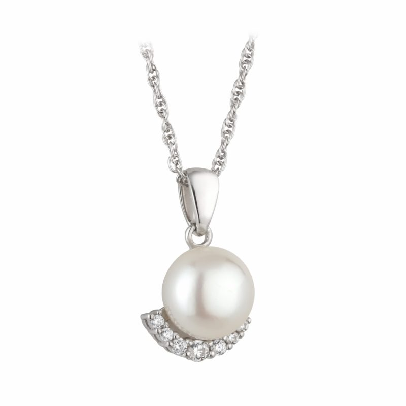 PCJ Aurora Collection Sterling silver pendant, fresh water pearl with a delicate crystal edging €95 (2000x2000)