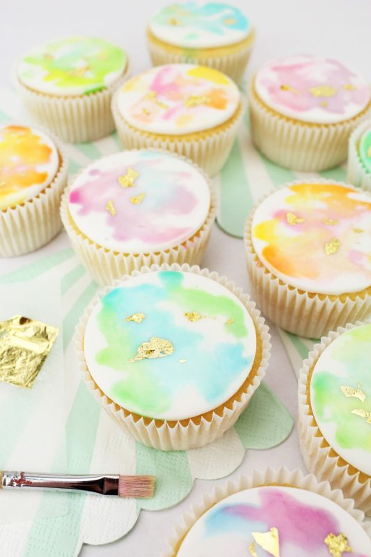 Gold-Watercolor-Cupcakes-1