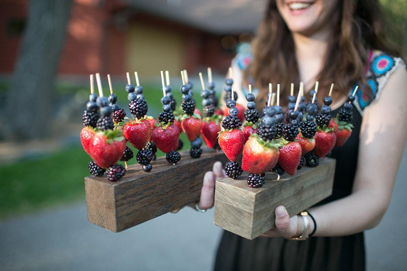 creative-wedding-hors-doeuvres-fruit-skewers