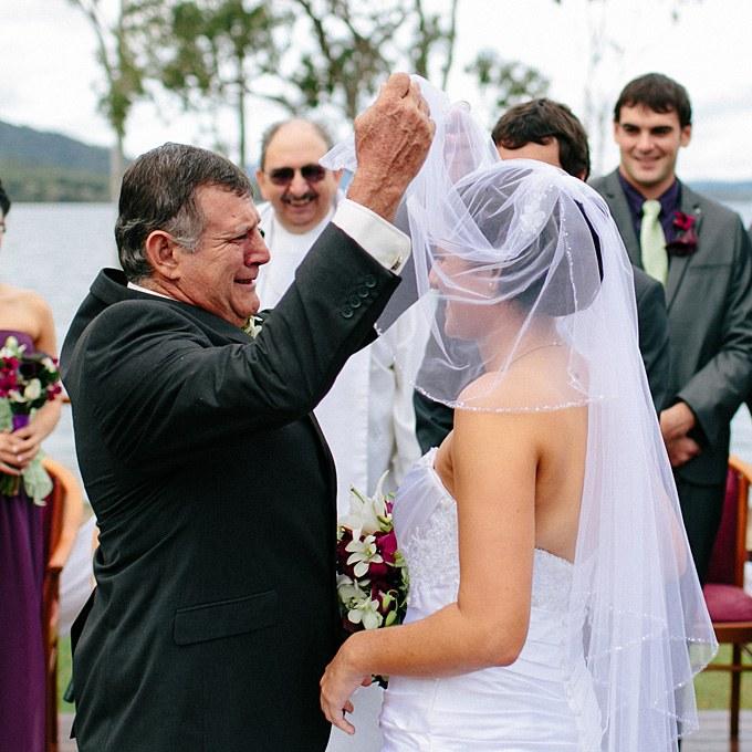 2012_bridescom-Editorial_Images-06-father-of-the-bride-moments-large-father-of-the-bride-moments-002