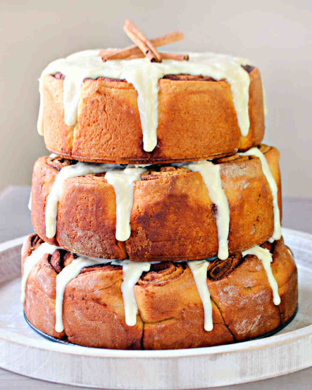cinnamon-roll-wedding-cake-1015_vert