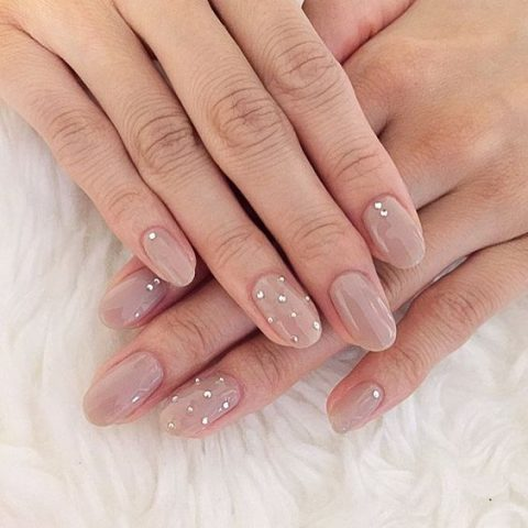 nude-nails-with-rhinestone-accents-are-ideal-for-any-bride-480x480