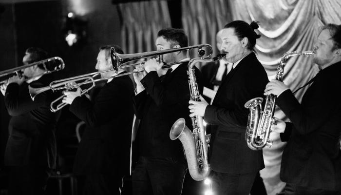 5 Tips When Booking Your Wedding Band