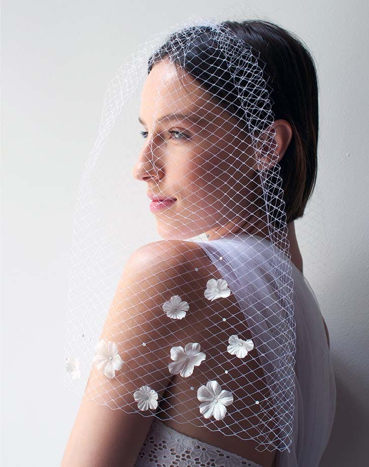 mesh_veil_with_flowers