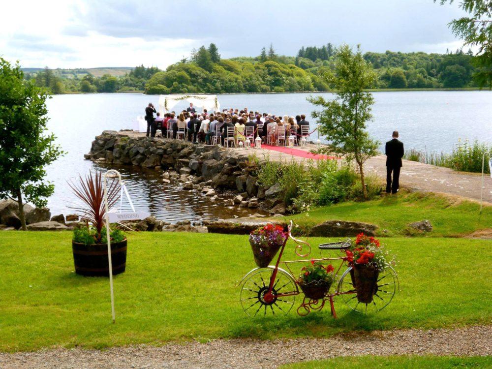 outdoor-wedding-ceremony-1000x750