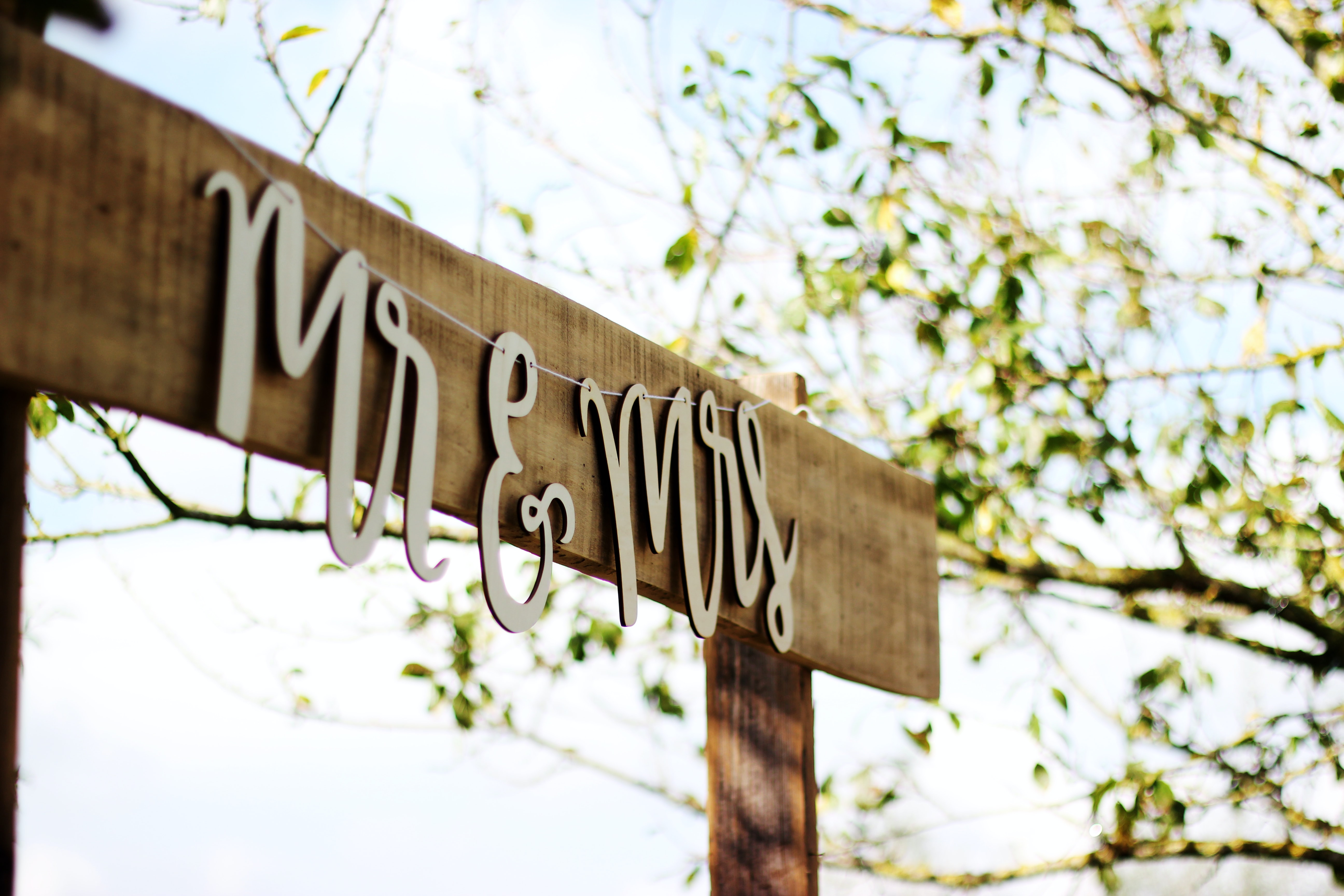 Mr and Mrs sign on wooden board